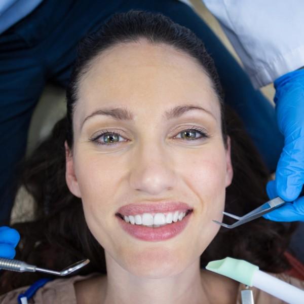 Sem medo de sorrir: entenda o tratamento de canal