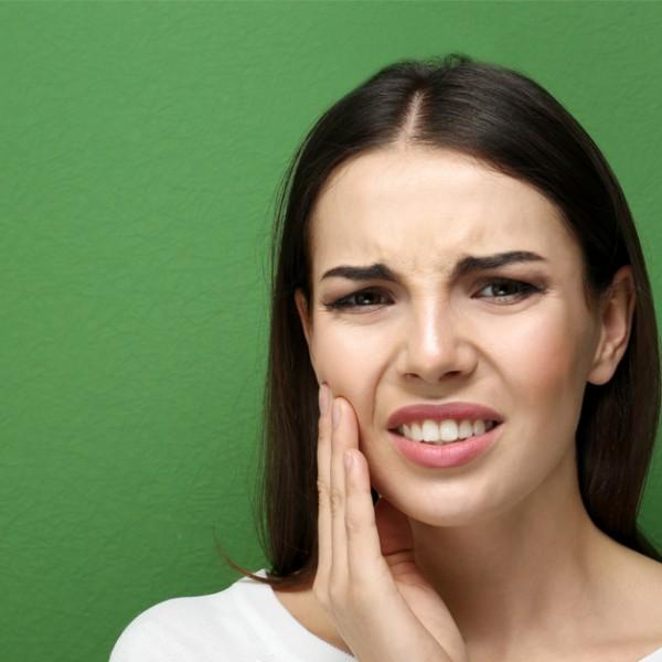 Dentes sensíveis? Saiba por que e como tratar a hipersensibilidade